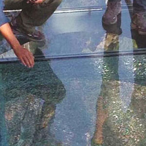 3,500-Ft-High Glass Walkway Cracks Under Visitors' Feet