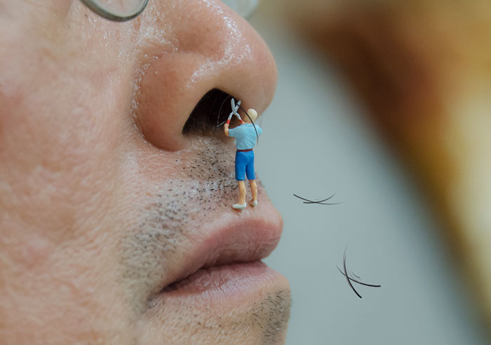 I Capture Miniature People Dealing With Everyday Life Objects