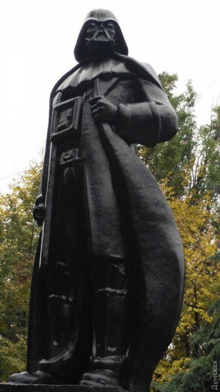 lenin-monument-darth-vader-wifi-odessa-alexander-milov-1