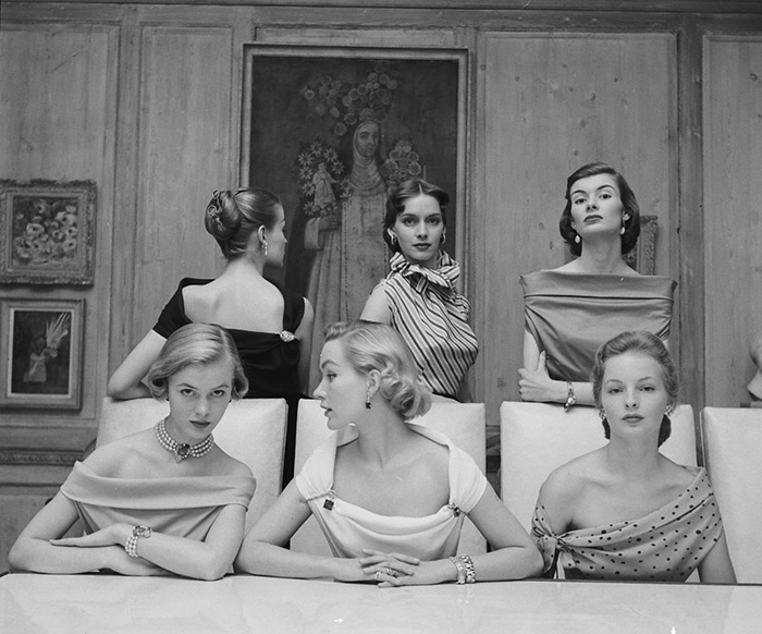 Plunging Necklines In 1950s