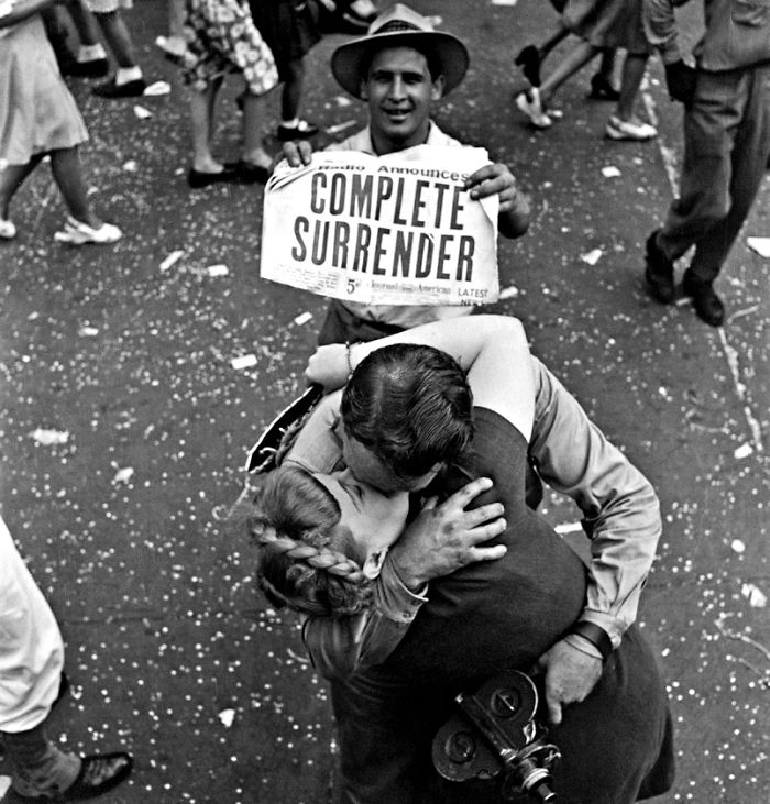 Couple Kissing In Times Square On Vj Day (1945)