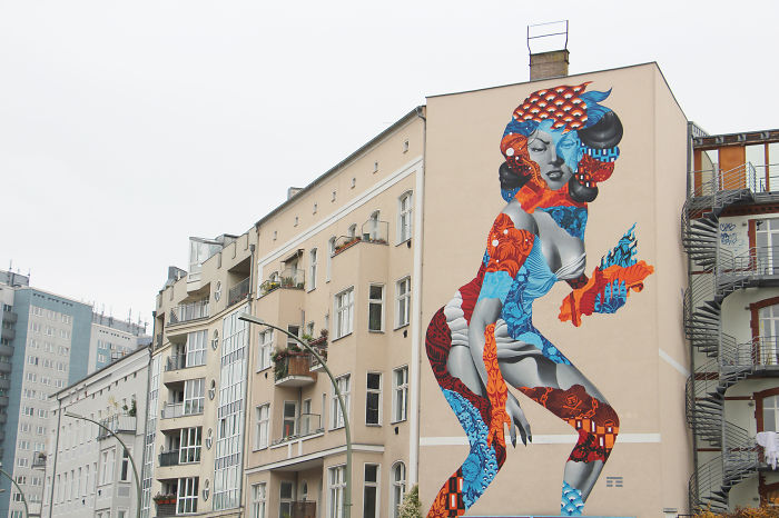 Amazing Mural Of 50-Foot Woman By Tristan Eaton