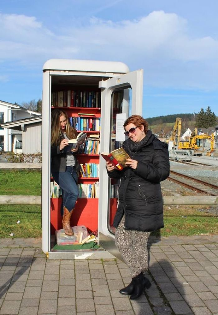 I Travel Around The World And Photograph Payphones Before They Are Gone