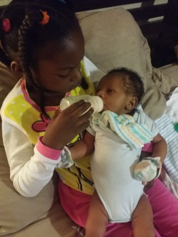 My 6yr Old Daughter Journi….feeding Her 3 Week Old Baby Brother At 6:30 Am…..she Is So Nurt