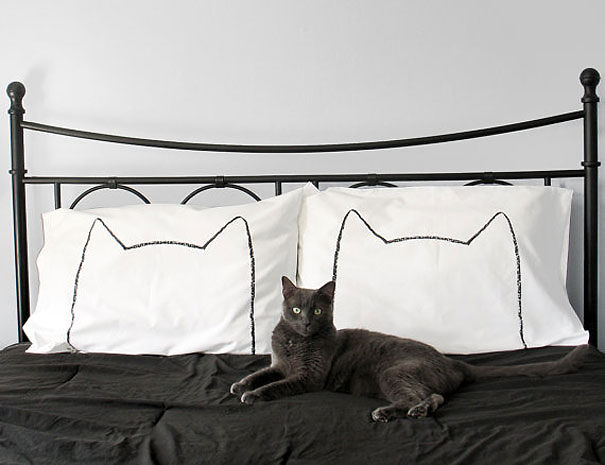 http://static.boredpanda.com/blog/wp-content/uploads/2015/11/23-great-gift-ideas-for-cat-lovers-9__605.jpg