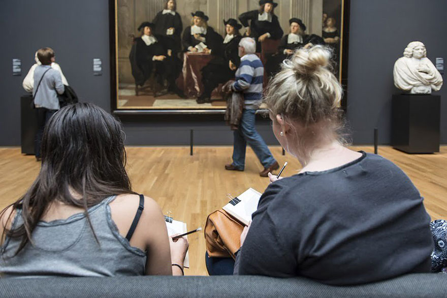 5museum-visitors-draw-artwork-start-drawing-rijksmuseum-5