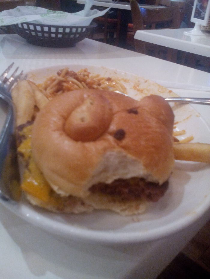 """My 5-year Old Boy Cried After Taking A Bite Out Of His """"piggy"""" Burger 'cause It Lost Its Ear"""