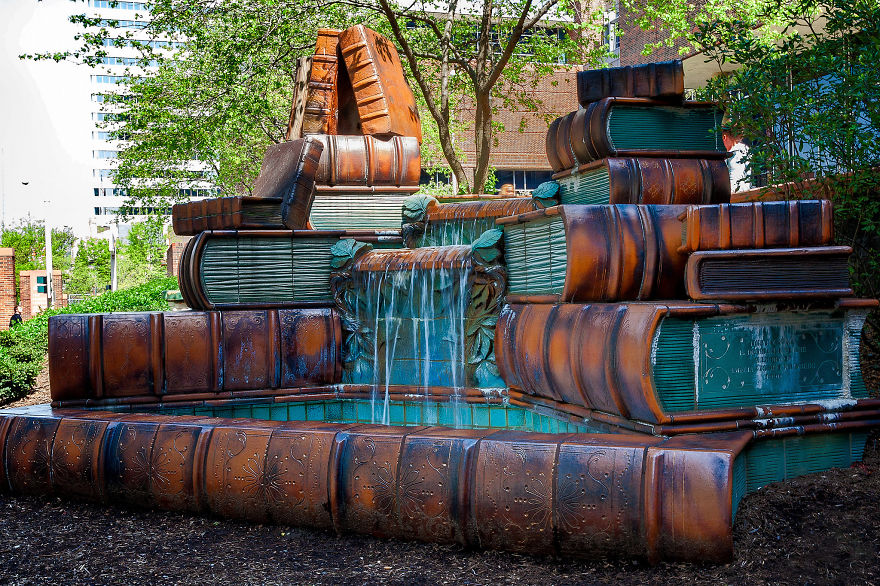 Cincinnati Main Library book fountain