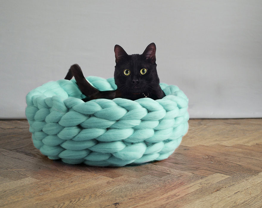 Extremely Chunky Pet Beds Knit By Anna Mo | Bored Panda