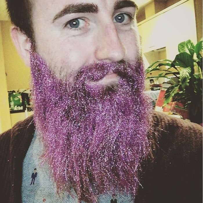Men Are Covering Their Beards In Glitter Just In Time For The Holidays (15+ Pics) | Bored Panda