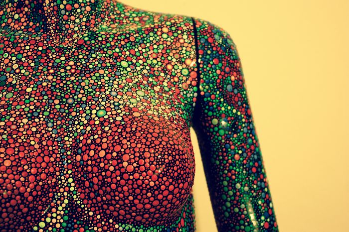I Lost My Social Life When I Painted Over 100.000 Dots On This Mannequin
