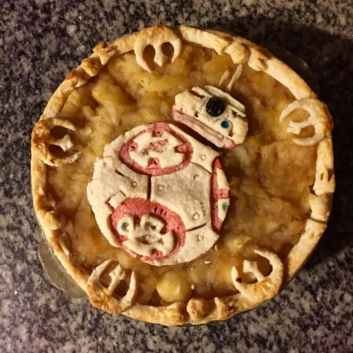 I Made A Geeky BB-8 Pie For The Star Wars Release