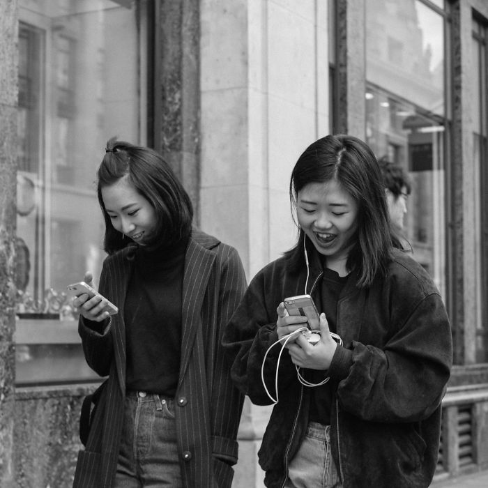 I Photographed People Texting While Walking In London