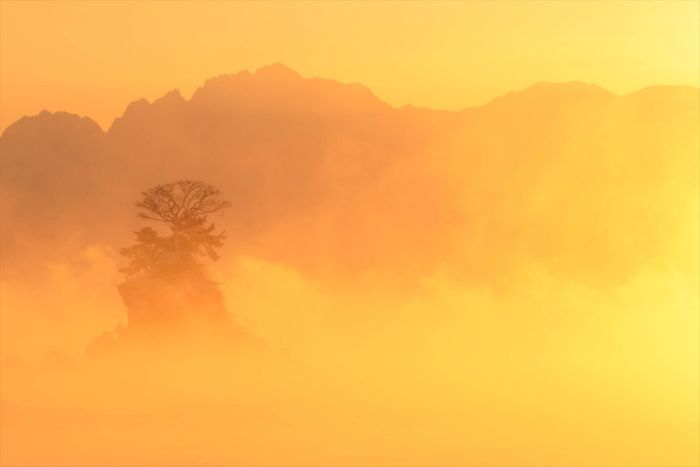 Living In The City With 3000-meter-high Mountains