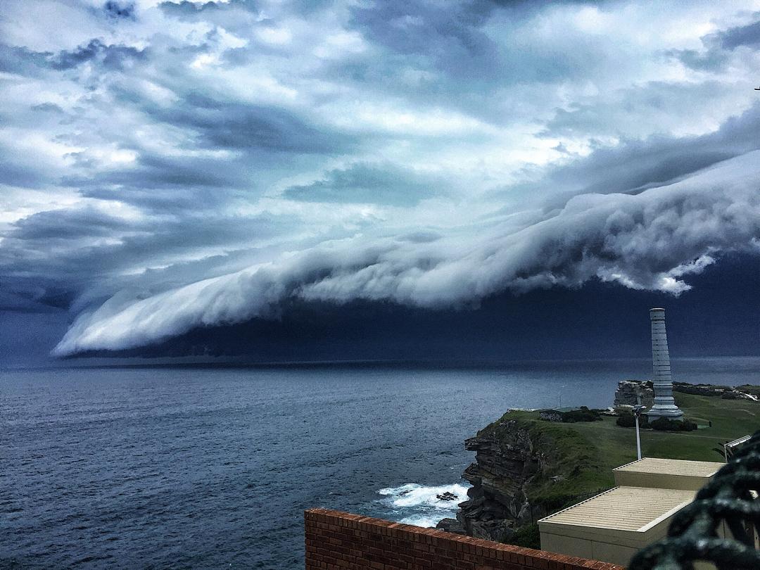 massive-cloud-tsunami-sydney-australia-7