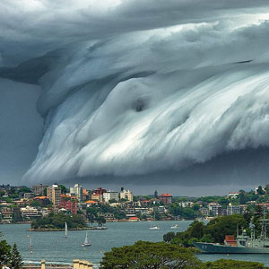 "Breathtaking ""Cloud Tsunami"" Rolls Over Sydney"