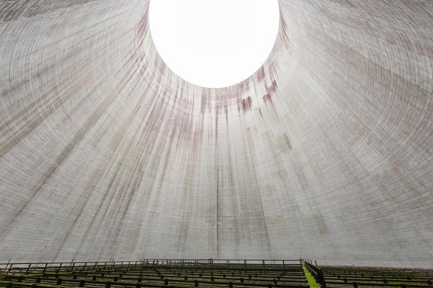 Fotograf cestuje po Európe a hľadá krásu v opustených budovách