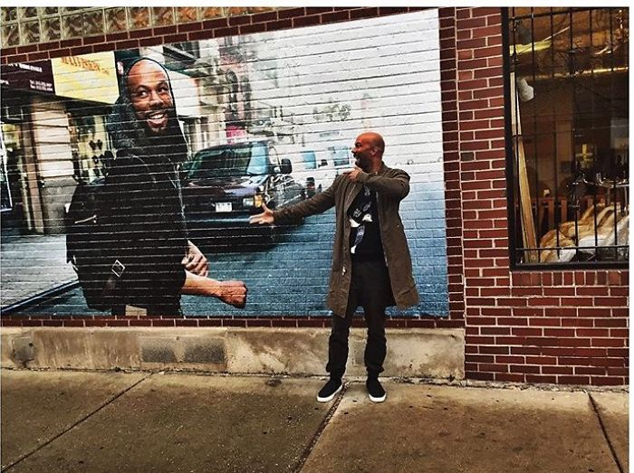 Rapper Common Takes Selfie With My Chicago Mural Of Him