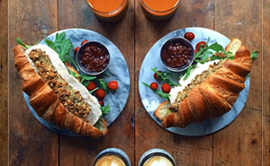 Loving Man Makes Symmetrical Breakfasts For His Boyfriend Every Morning