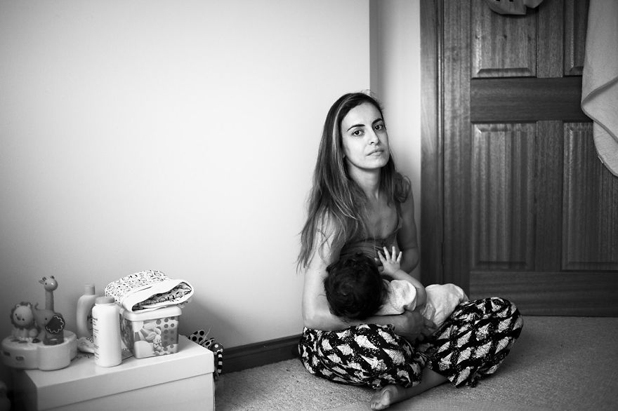 Tired Of Staged Breastfeeding Photos, I Started Shooting It In All Its Beautiful Messiness
