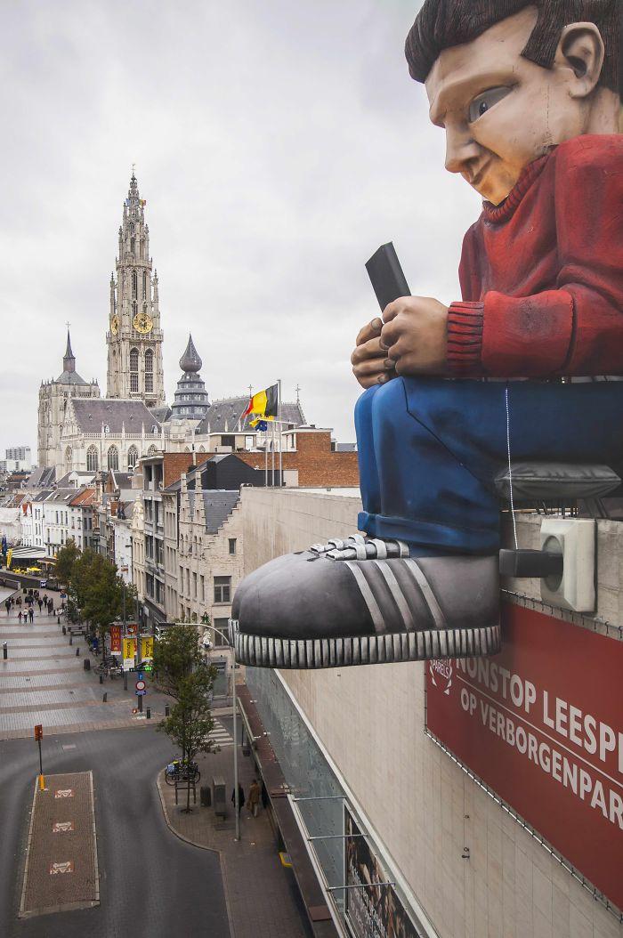 Xxxxxl Streetart:    The Reading Giant