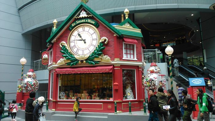 7 Hours, 8 Mtr Journeys, 14 Malls – Christmas In Hong Kong
