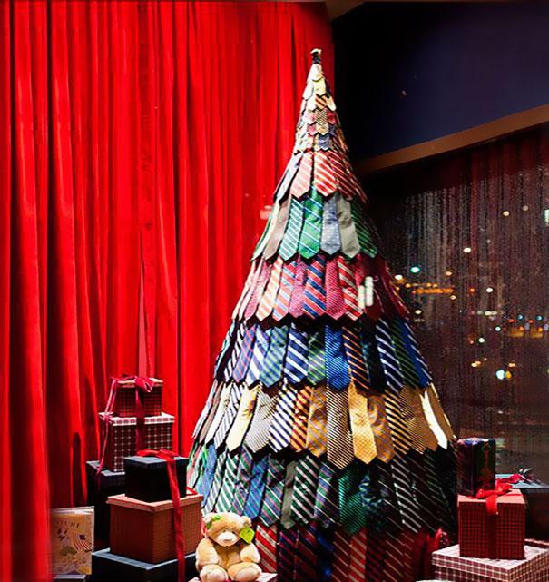 Tie Christmas Tree