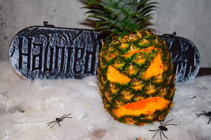 Food Art – Halloween Pineapple