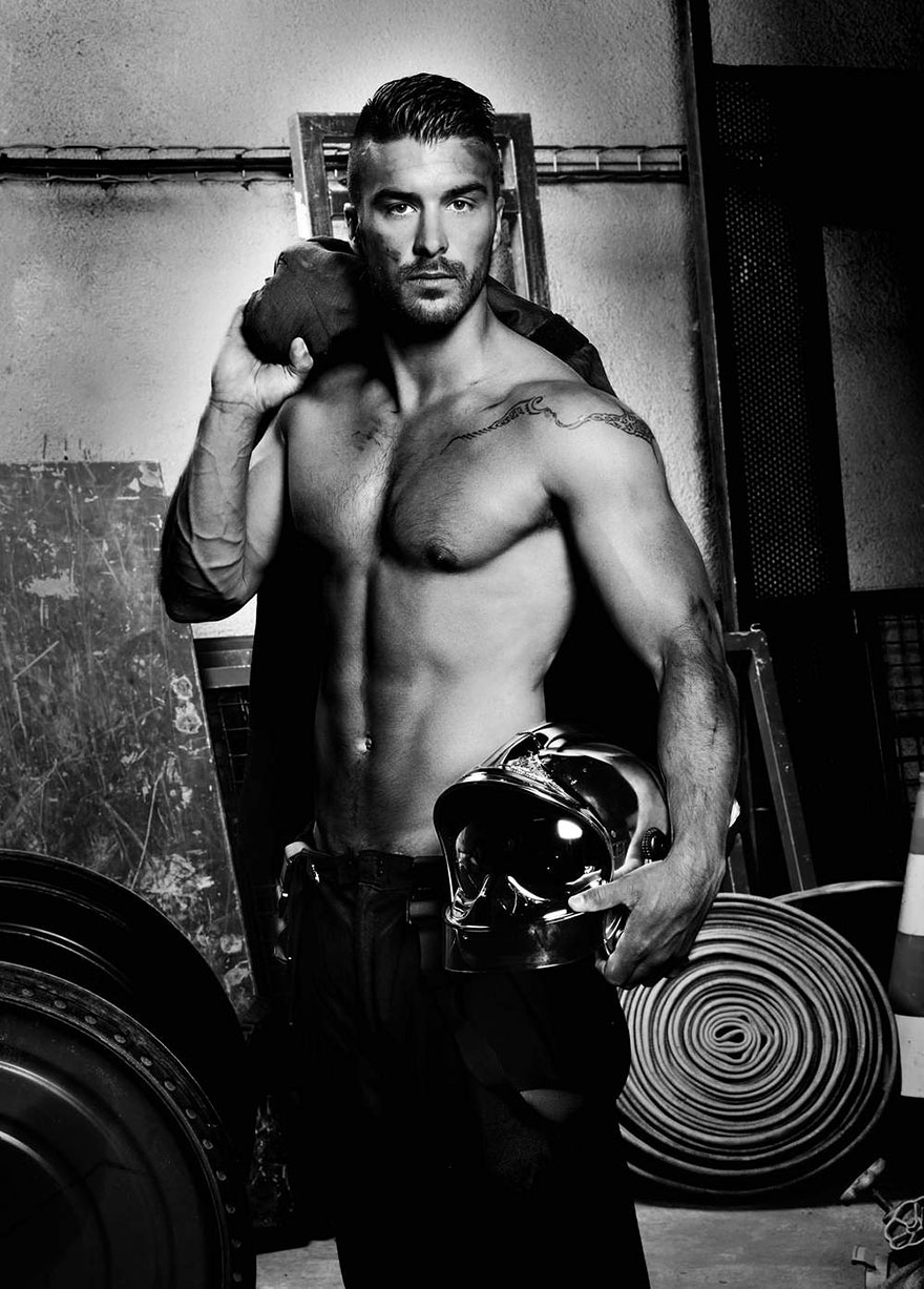 french-firemen-calendar-2016-pompiers-sans-frontieres-fred-goudon-14