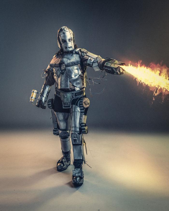 Guy Creates Unbelievable Detailed Iron Man Mk1 Costume