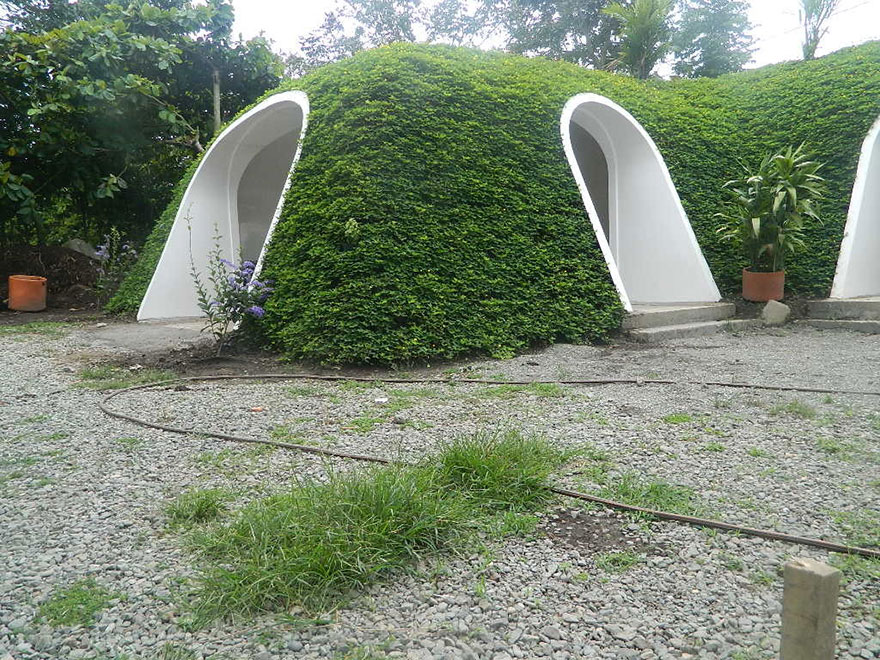 Hobbit Hole House company builds pre-fab hobbit houses in 3 days and you can