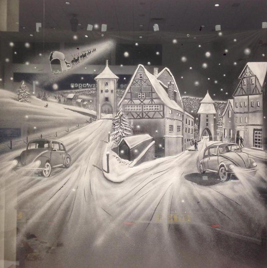 Úžasné snehové maľby na oknách vytvorené len za pomoci spreju a štetca