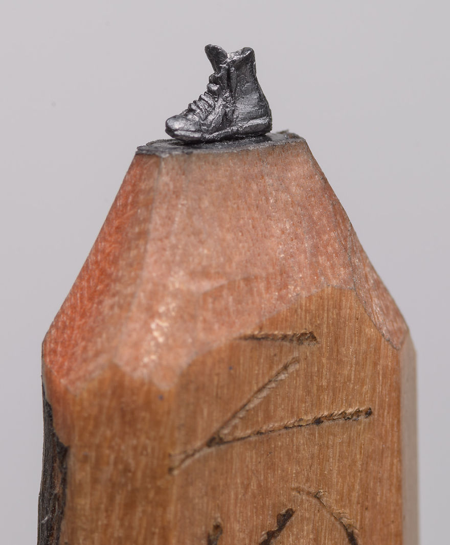 Artist carves a miniature train into pencil artfido