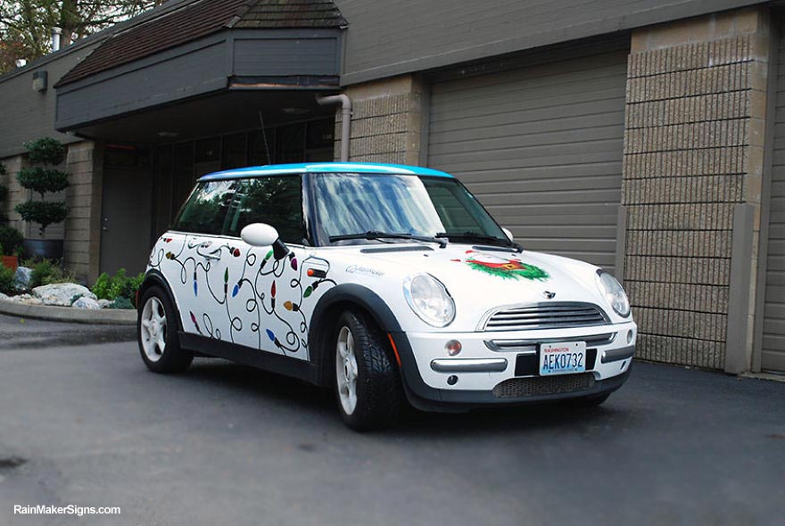 my-mini-cooper-becomes-rolling-holiday-greeting-7__880