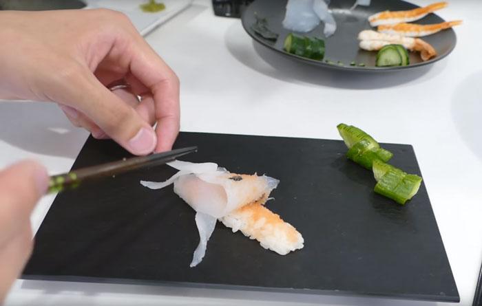 Sushi that looks like real life swimming koi in a few for Koi sushi aix