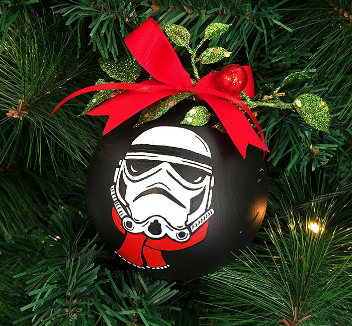 My Mom Let Me Decorate The Christmas Tree This Year, So I Made It Star Wars Style!