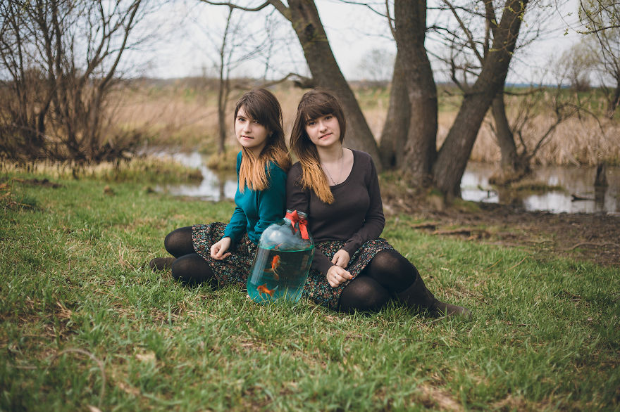 We Photograph Twins Around The World To Tell Their Stories