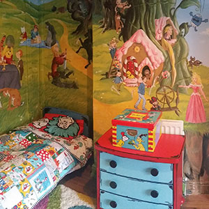 I Made A Fairytale-Themed Room For My Daughter To Encourage Her To Read