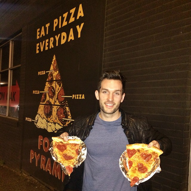 eating-pizza-travel-around-the-world-phil-duncan-travel-slice-13