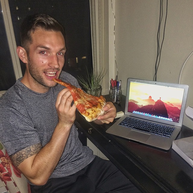 eating-pizza-travel-around-the-world-phil-duncan-travel-slice-15