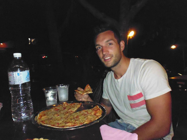 eating-pizza-travel-around-the-world-phil-duncan-travel-slice-17