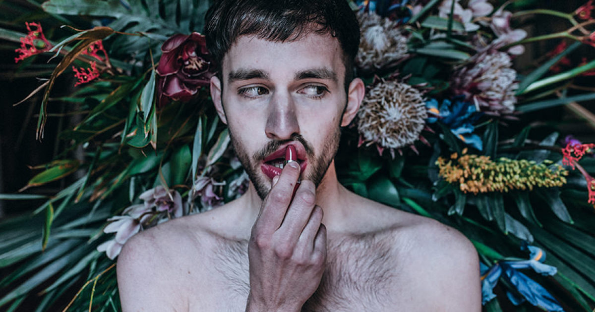 Experiment: 12 Photographers Were Given 15 Minutes, Flowers, And A Model In The Same Villa
