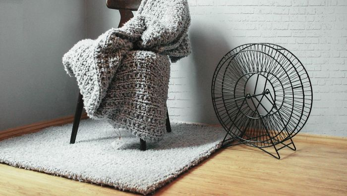 Hand-knitted Home Decorations From Knit Decor