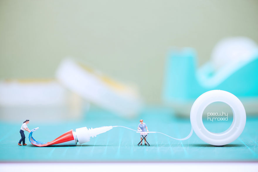 I Capture Miniature People Dealing With Everyday Life Objects (Part 2)