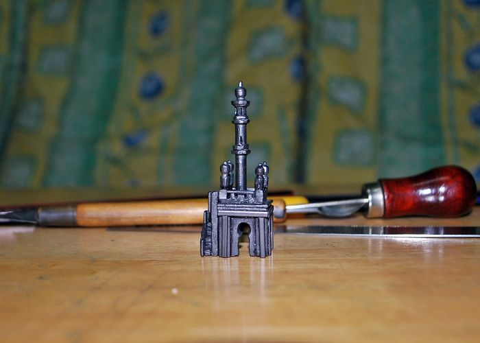 I Create Miniature Graphite Sculptures From A Carpenter's Pencil
