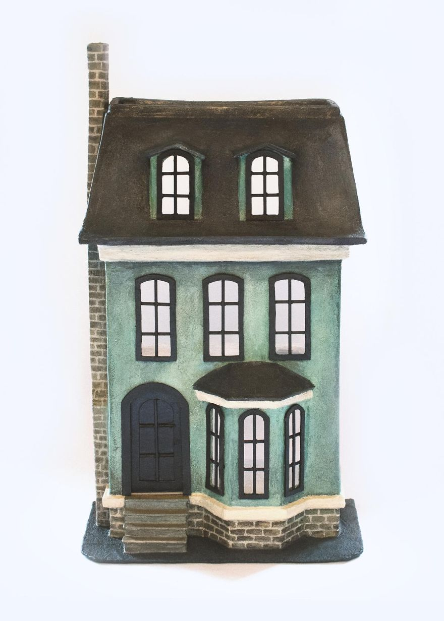 I Created A Victorian Dollhouse Out Of An Old Shipping Carton