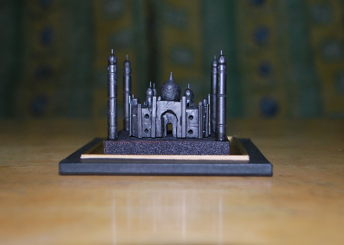 It Took 72 Hours To Make This Tiny Taj Mahal Graphite Sculpture