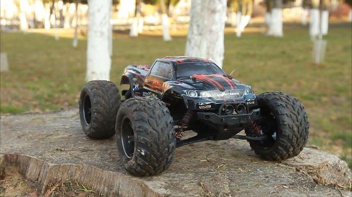 Monster Car Jump Through The Fire