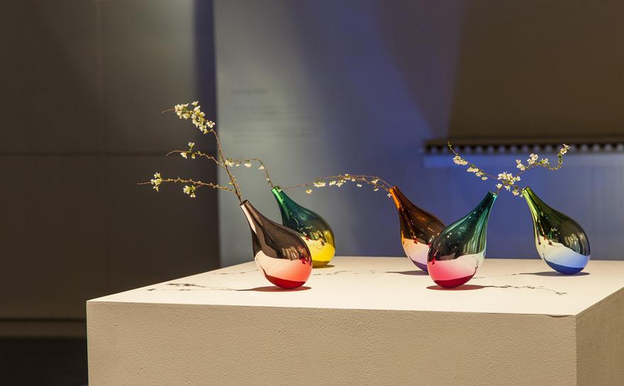 swinging-vase-petals-fall-keisuke-fujiwara-3
