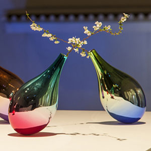 Flower Vases That Swing When Petals Fall